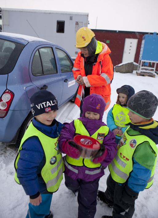 This digging shift had no lunchbreak, but there were pepperkaker © Karoline Hjorth & Riitta Ikonen